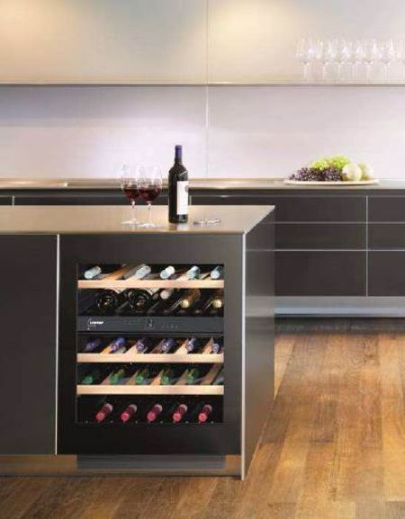 cave à vin dans îlot de cuisine